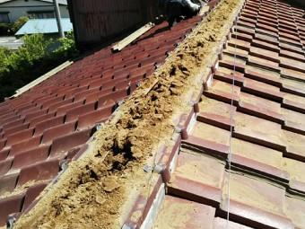 瓦屋根の棟の解体