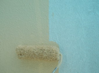 中塗りでご依頼いただいた色のナノコンポジットWを塗ります
