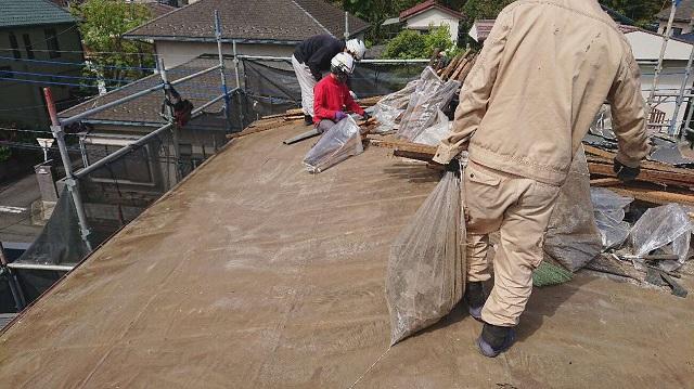 所沢市北中 セキスイかわらU屋根 葺き替え工事 剥がし作業