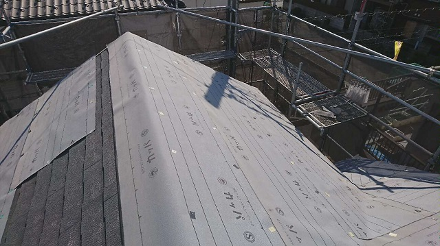入間市東藤沢 屋根カバー工事 防水ルーフィングシート施工