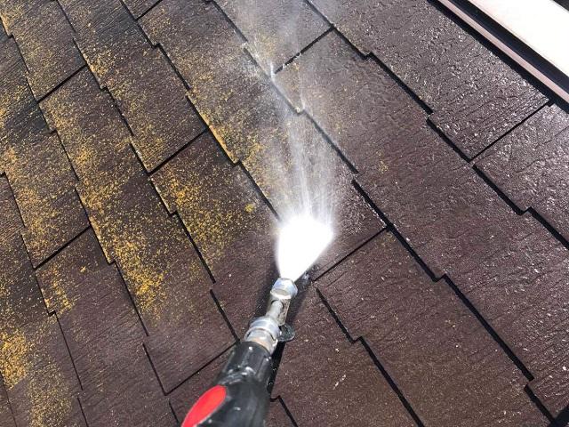 狭山市広瀬 屋根塗装 高圧洗浄作業