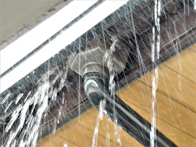 雨漏りする雨樋