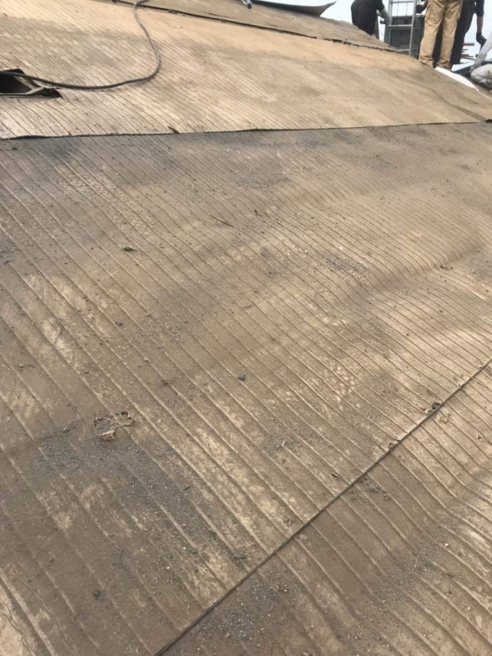 既存屋根の掃除