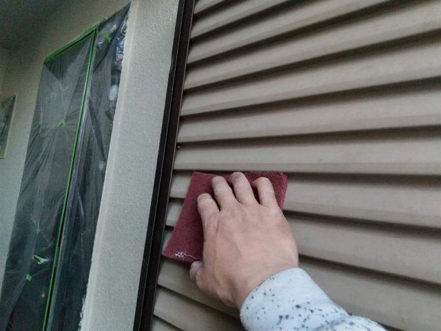 飯能市 梅雨対策にも!雨漏りを防ぐ雨戸や庇の塗装