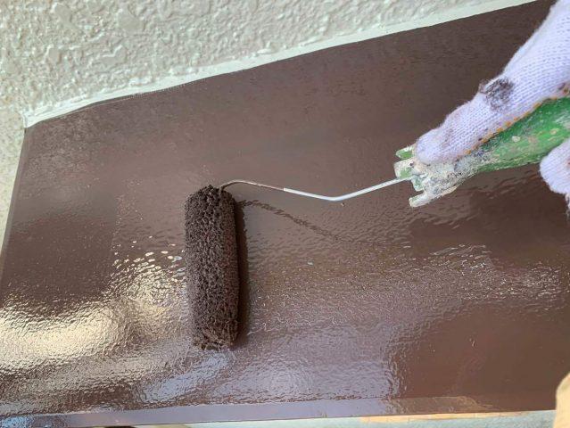 所沢市西狭山ケ丘 付帯部塗装 霧除け、雨戸 塗装作業 (4)
