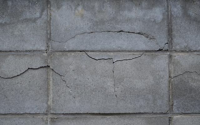 外壁のひび割れ 地震保険で補修!