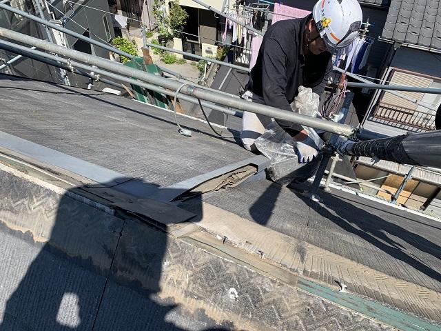 所沢市和ケ原 屋根カバー、天窓撤去、外壁塗装工事 屋根カバー工事 棟板金撤去作業