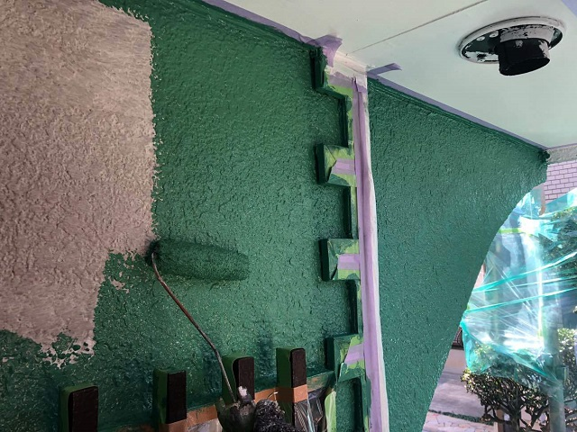 外壁塗装の中塗り作業
