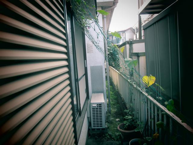 飯能市で色褪せた雨戸のケレン作業、付帯部塗装リフォーム