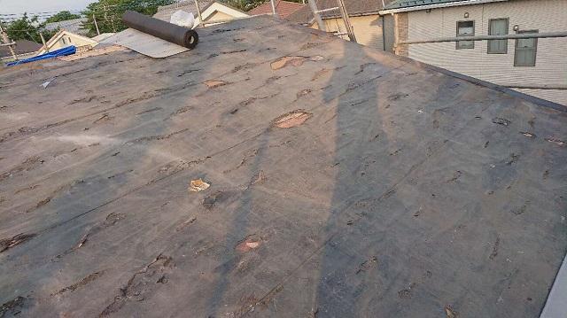 所沢市若狭 屋根葺き替え工事 既存スレート屋根 剥がし、掃除後