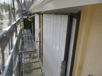 東京都東大和市 屋根葺き替え、外壁塗装工事 付帯部塗装 シャッター