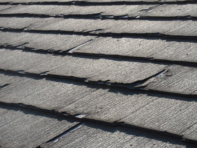 東京都 東村山市 屋根・外壁リフォーム 現地調査 スレート屋根のひび割れ確認2