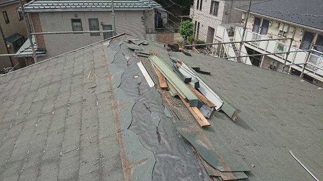 所沢市若狭 屋根葺き替え工事 既存スレート屋根 棟板金取り外し