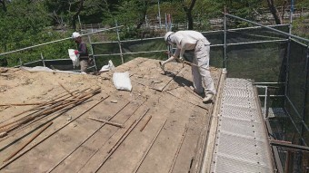 東京都東大和市 屋根葺き替え、外壁塗装工事 既存瓦屋根材剥がし2