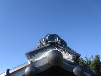 入間市宮寺 和型の瓦屋根から新東「極」へ瓦葺き替え工事 本棟取り鬼