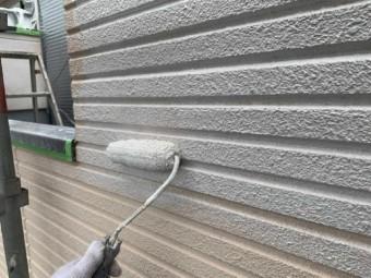 狭山市広瀬台 屋根・外壁塗装 微弾性フィラー 下塗り作業