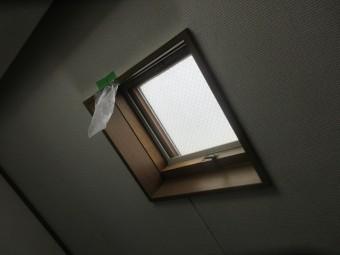所沢市和ケ原 屋根カバー工事、外壁塗装、ベランダ防水工事 現地調査 天窓からの雨漏り 室内