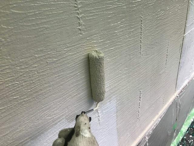 東京都 東村山市 屋根カバー工事 外壁塗装作業 中塗り