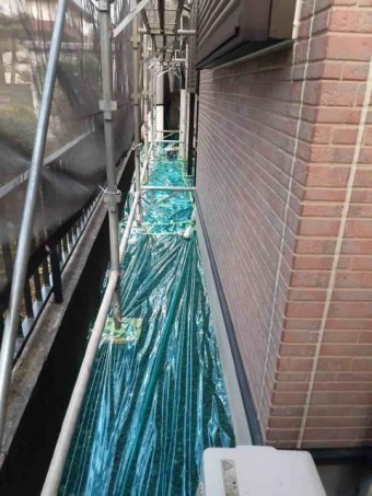 変換 ~ 入間市 屋根カバー 外壁塗装工事 養生作業 (2)