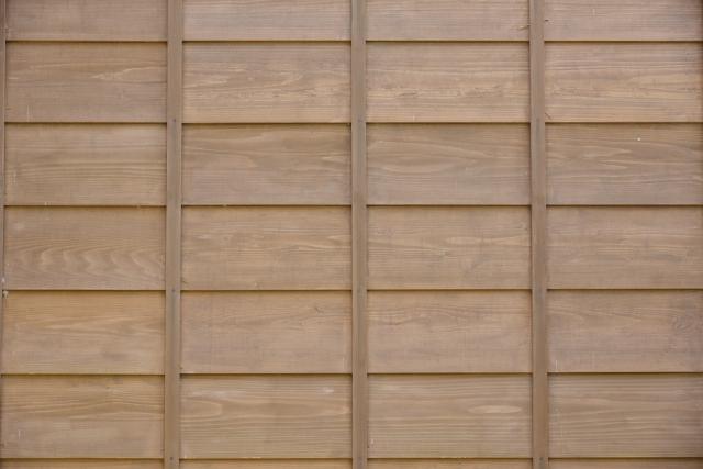 外壁の縦方向のひび割れ 劣化の原因 下見板