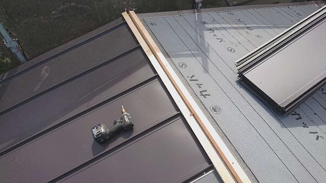 所沢市北中 セキスイかわらU屋根 葺き替え工事 防水ルーフィングシート、立平スタンビー施工