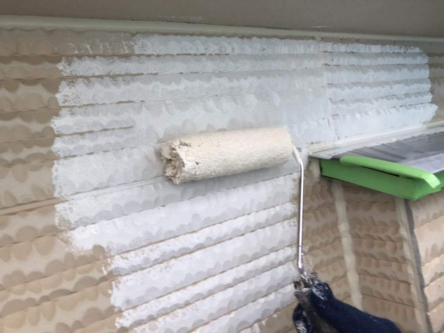 所沢市東所沢 屋根カバー、外壁塗装工事 外壁塗装下塗り作業 (2)