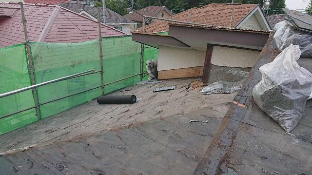 所沢市 若狭 屋根葺替え工事 劣化した既存屋根剥がし3