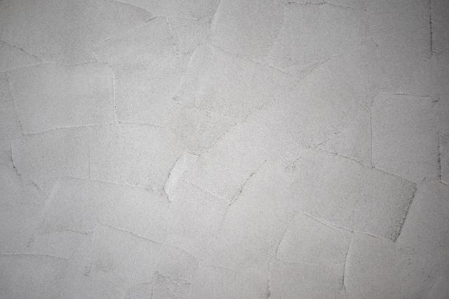 白い漆喰壁