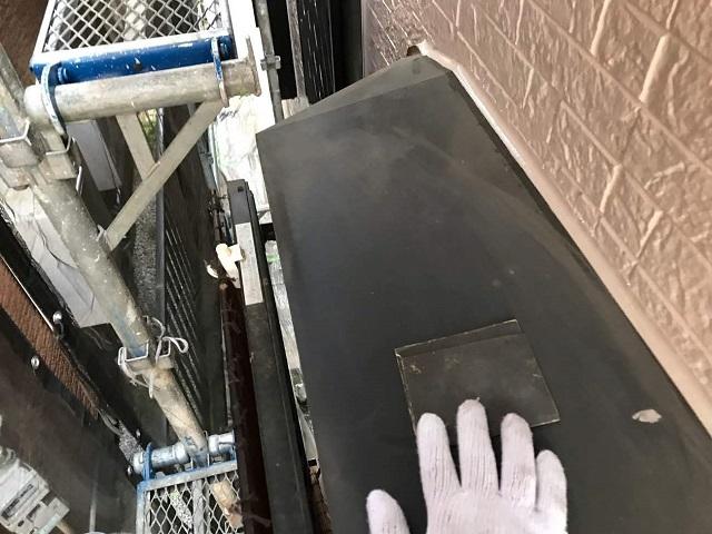 所沢市西新井 付帯部塗装 庇ケレン作業