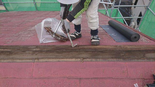 所沢市山口 屋根カバー工法 棟の解体