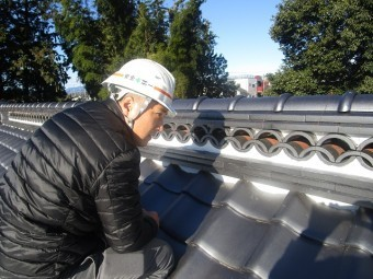 入間市宮寺 和型の瓦屋根 新東「極」瓦葺き替え工事 店長検査