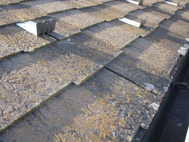 狭山市広瀬 屋根・外壁塗装 ベランダ防水 現地調査 スレート屋根の劣化、割れ