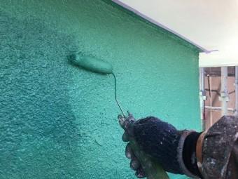 外壁塗装の上塗り作業
