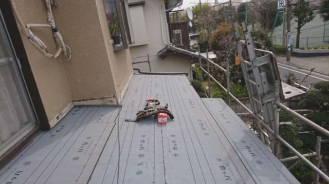 所沢市中新井 セキスイ瓦U屋根 葺き替え ルーフィングシート施工