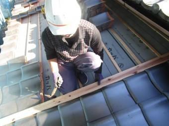 和型瓦屋根葺き替え 葺き作業