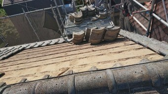 東京都東大和市 屋根葺き替え、外壁塗装工事 既存瓦屋根材剥がし