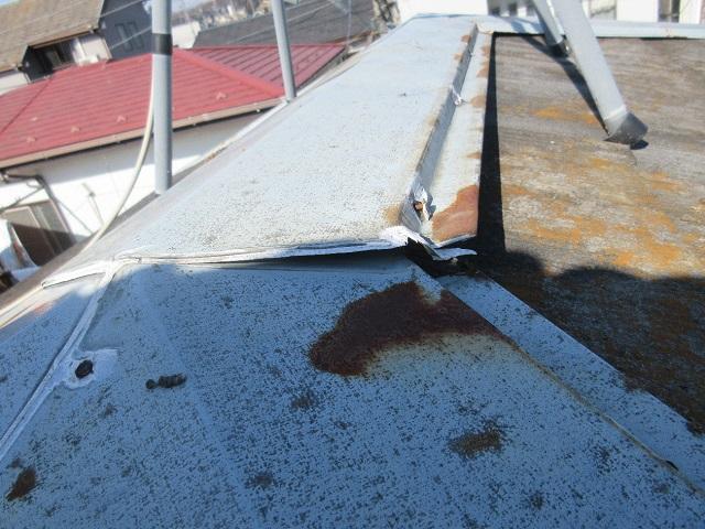 狭山市笹井 屋根カバー、葺き替え工事 外壁塗装 現地調査 板金の浮き