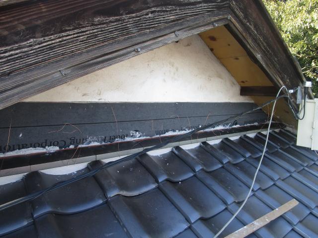 入間市宮寺 和型の瓦屋根 新東「極」瓦葺き替え工事 壁取り合い雨押え