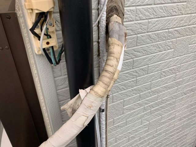 所沢市 西狭山ケ丘 付帯部塗装 雨戸、霧除け、エアコン室外機ホースまき直し (2)