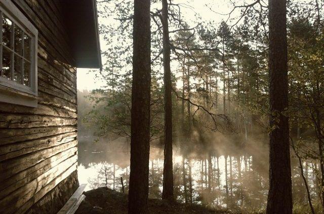 コラム キャンプ 湖