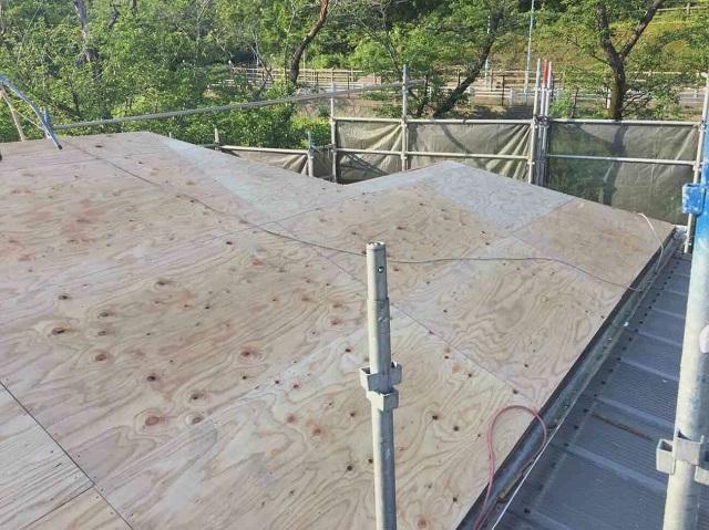 東京都東大和市 屋根葺き替え、外壁塗装工事 葺き替え、野地板施工