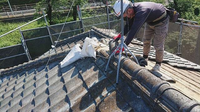 東京都東大和市 屋根葺き替え、外壁塗装工事 既存瓦屋根材剥がし1