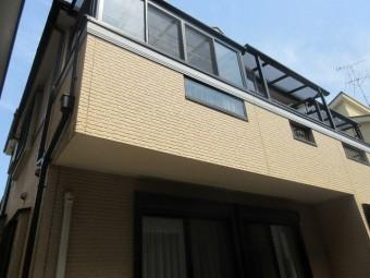 所沢市 東所沢 現地調査 外壁の苔汚れ スレート屋根の破損を確認