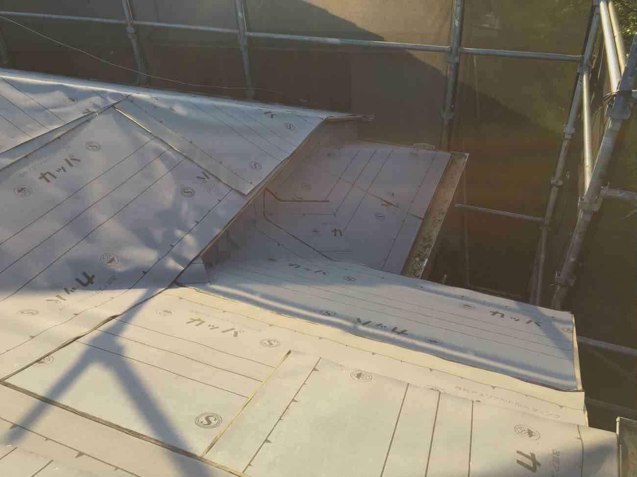 東京都東大和市 屋根葺き替え、外壁塗装工事 野地板、防水ルーフィングシート施工 (1)